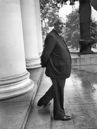 walter-sanders-poet-and-vice-president-of-hartford-accident-and-indemnity-co-wallace-stevens-standing-on-steps[1]